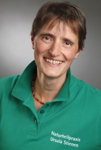 Heilpraktikerin Ursula Stienen aus Meschede in ihrer Naturheilpraxis